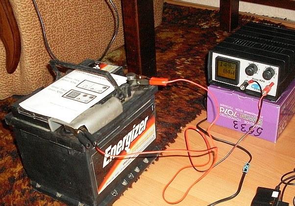 Аккумулятор и зарядное устройство фото